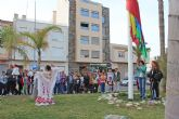La bandera gitana ondea en Puerto Lumbreras con motivo del Día Internacional del Pueblo Gitano