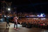 Camela deleita a miles de fans en Puerto de Mazarr�n