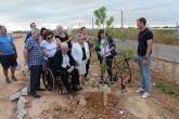 Asociaciones, clubes y particulares participan en una plantación de árboles por el Día del Medio Ambiente
