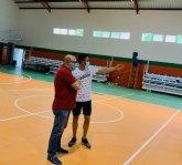 Comienzan las obras de reparación del sintético del pabellón del Polideportivo Municipal