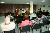 Autoridades municipales asisten a la asamblea general del Centro Municipal de Personas Mayores de la plaza Balsa Vieja