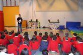 Medio Ambiente lleva las aves rapaces a los alumnos del colegio 'Sagrado Corazón'