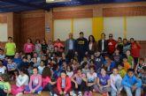 El piragüista olímpico David Cal sorprende en el recreo a los alumnos del colegio 'Fulgencio Ruiz'