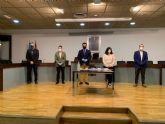 Todos los grupos políticos municipales excepto VOX,  firman el 'Pacto Relanza San Javier'
