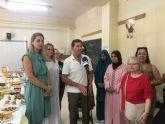 Una veintena de mujeres marroquíes reciben sus diplomas del curso de español impartido en el CEIP 'La Paz' por voluntarios del Banco del Tiempo