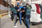 La Guardia Civil detiene en Mazarrón a un experimentado delincuente por robar en dos establecimientos