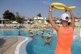 Los cursos de natación reciben la acogida de más de un centenar de usuarios durante el mes de julio
