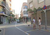 El Ayuntamiento instala señales de tráfico de estacionamiento con horario limitado en zonas comerciales para fomentar la rotación de vehículos