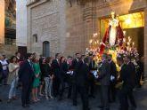 L�pez Miras asiste en Alhama de Murcia a la procesi�n en honor a la Virgen del Rosario