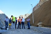 Instalan mallas para proteger los taludes de la carretera regional que une Abarán con Blanca