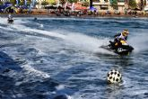 Las Motos de Agua y el Flyski hacen las delicias de cientos de personas que disfrutan de la Copa del Rey