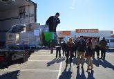 Los trabajadores de 'Consum' en Las Torres de Cotillas recogen juguetes para los niños más necesitados