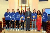 El alcalde, en el Día Internacional de la Mujer, recibió a las 6 jugadoras del Alcantarilla Futsal que se han proclamado recientemente campeonas de España sub-17 y sub-21 con la selección territorial murciana