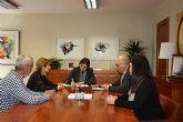 La alcaldesa de Campos del Río se reúne con la consejera de Sanidad