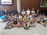 El Ayuntamiento recibe a más de 160 escolares con motivo del Día de la Región