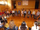El consejero de Presidencia visita el colegio Samaniego de Alcantarilla, premiado en el concurso Euroscola
