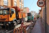 Las obras de renovaci�n de la red de agua potable y alcantarillado de la calle Teniente P�rez Redondo se prolongar�n durante todo el verano