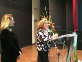La psicóloga Juana Fuentes, especializada en atención a mujeres víctimas de violencia de género, recogió el Premio 8M de San Javier