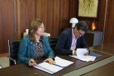 Ayuntamiento y Cruz Roja firman un convenio de colaboración para el transporte de mayores con movilidad reducida