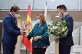 Socorro Barcelona recibe su galardón como 'Mujer Mazarronera' en el ano de 'la ilusión y la esperanza'