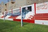 """Repintan el recinto interior del estadio municipal """"Juan Cayuela"""" y realizan trabajos de mantenimiento durante el confinamiento"""