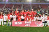 Los niños del Ceutí FC saltan al campo con los jugadores del Real Murcia gracias a La Espada