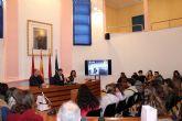 El alcalde recibe a las representaciones de ocho centros, de diferentes países, dentro de uno de los programas Erasmus