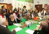 Escolares comparten experiencias con enfermos de alzheimer para conocer la enfermedad