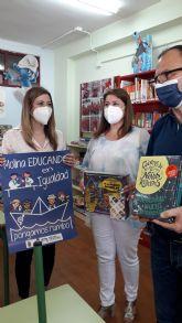 El Ayuntamiento de Molina de Segura entrega libros y juegos a los centros educativos del municipio, dentro de la campaña Educando en Igualdad 2021