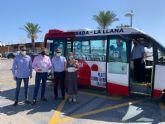 La Comunidad pone en marcha un servicio gratuito de autobús para acceder a las playas del Parque Regional Salinas y Arenales de San Pedro
