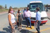 Comunidad y Ayuntamiento facilitan el acceso a las playas del Parque Regional Salinas y Arenales de San Pedro con un servicio gratuito de autobús y un aparcamiento disuasorio