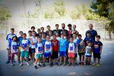 Visita a las exitosas Escuelas de Verano de Baloncesto y de Tenis en el Polideportivo