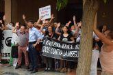 Cientos de vecinos se concentran ante el ayuntamiento de alguazas para exigir seguridad