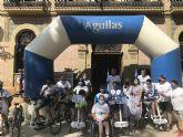Los peregrinos de DisCamino son recibidos entre aplausos en la Plaza de España