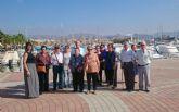 La asociación del centro de día de personas mayores dona 300 euros a la unidad de alzheimer