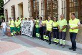 Los trabajadores de ARIMESA se han concentrado hoy en el Ayuntamiento de Santomera