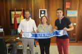 Ayuntamiento y asociaciones locales de fútbol y atletismo colaboran en el fomento del deporte base
