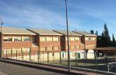 El PSOE denuncia que el PP incumple su promesa de dotar de sombras a los colegios del municipio