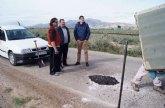 La Concejalía de Caminos realiza trabajos de parcheo en más de una treintena de caminos rurales de la red viaria del municipio
