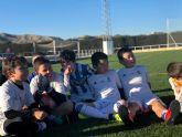 Los alumnos de la Escuela Socio-Deportiva del Real Madrid realizan sus entrenamientos en el renovado Campo de Fútbol de Puerto Lumbreras