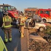 Trasladan al hospital a un hombre tras colisionar su vehículo con un tractor en Balsapintada