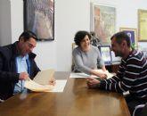 El Ayuntamiento firma un convenio de colaboración con la Asociación de Tenis para fomentar este deporte en el municipio