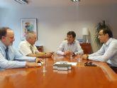 Villegas se reúne con los alcalde de Ojós  y Ulea para tratar sobre la mosca negra