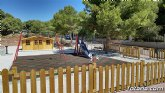 Finalizan las obras del 醨ea de juegos infantiles en la urbanizaci髇 La Charca
