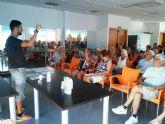 Residentes de Camposol aprenden español gracias a un curso programado por la concejalía de Juventud