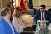 El jefe del Ejecutivo regional recibe a la pareja Muher