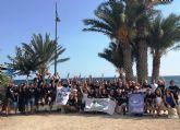 Un centenar de buceadores ayuda a limpiar los fondos marinos de la bahía
