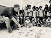El artista Pedro Cano imparte talleres de pintura a alumnos de escuelas rurales de Fuente Álamo