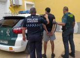 La Guardia Civil detiene a dos jóvenes y violentos delincuentes por el atraco a una gasolinera en Alhama de Murcia
