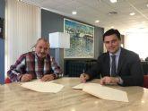 El Ayuntamiento renueva su colaboración con Coros y Danzas Mar Menor, Amigos del Belén y Abomar